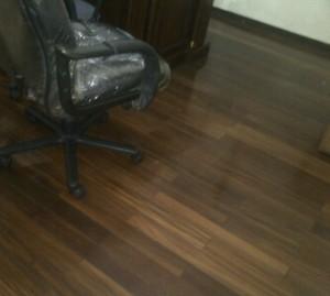 flooring lantai kayu camar terpasang